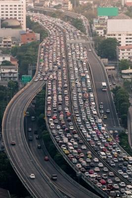 Transito-intenso-em-uma-grande-cidade